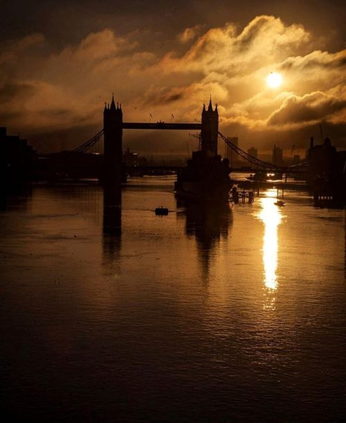The Tower Bridge, London.-