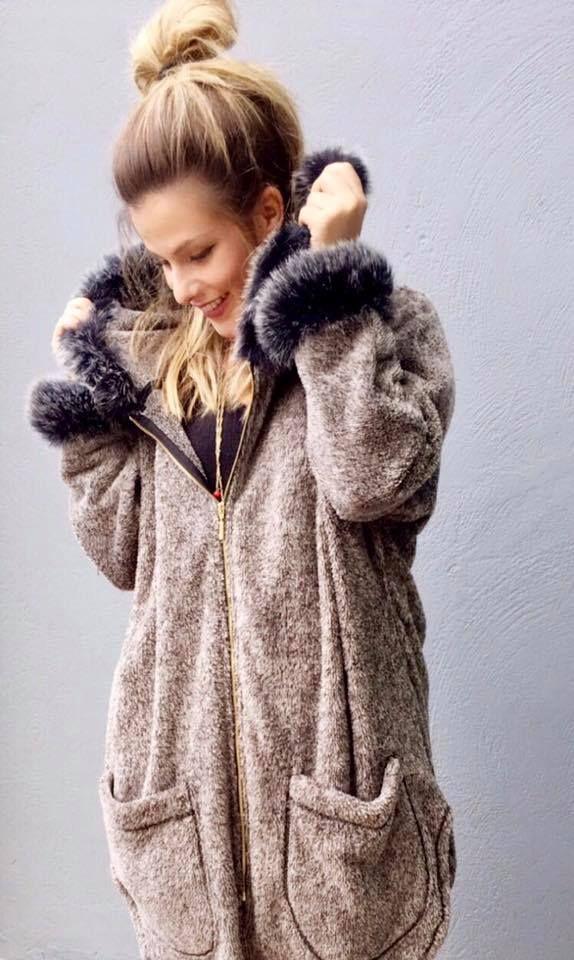 Not just a #cardigan!!! Το τέλειο πανωφόρι για έναν ζεστό χειμώνα. ✔️🔝 Ζακέτα> goo.gl/wOpBvB #newarrivals #cardigans #coat #fall #winter #collection #fashion #stylish #fleece #designers #beyou