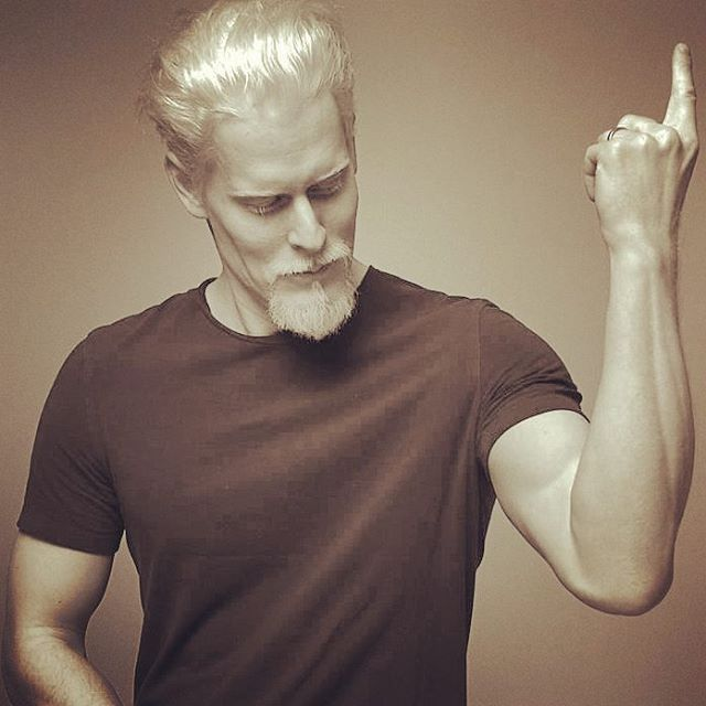 "1,163 Likes, 25 Comments - Stephen Thompson (@stephenthompsonofficial) on Instagram: ""Party Trick  #2017 #model #topmodel #albino #albinomodel #stephenthompspnmodel #stephenthompson…"""