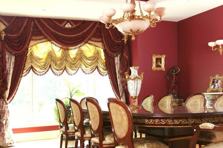 Красные изготовленные на заказ роскошные портьеры в столовой
