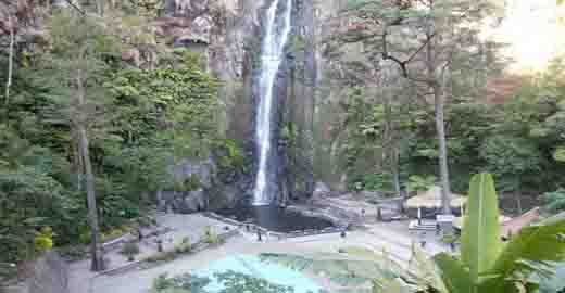 Objek Wisata Alam Indahnya Air Terjun Sedudo