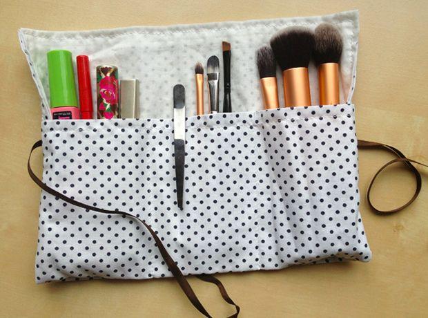 Réalisez une petite trousse à maquillage pour emporter vos pinceaux, vos mascara…