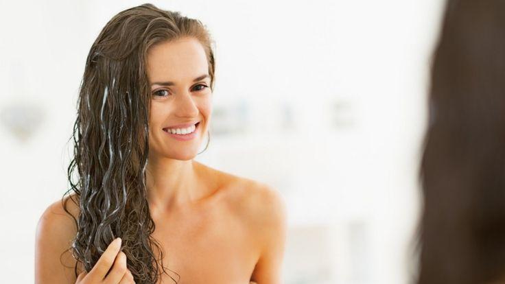 Благодаря своей способности удерживать влагу, мёд является эффективным природным увлажнителем. Он питает кожу головы и волосы, укрепляет волосяные фолликулы и предотвращает выпадение волос. Исследо…