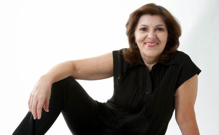 Meu nome é Elenara Stein Leitão. Sou arquiteta com mestrado em Engenharia de Produção, e atualmente trabalho com interiores e reformas em Porto Alegre.