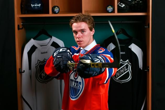 Connor McDavid finally in an Oilers jersey