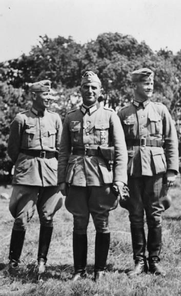 Major-Doctor Albrecht Lanz, the first Kommandant of Guernsey (centre), with his chief of staff Major-Doctor Maass (left) and Leutnant Mueller.