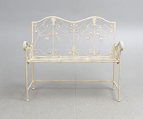 TRÄDGÅRDSSOFFA, vit, metall, 2000-tal. Möbler - Trädgårdsmöbler – Auctionet