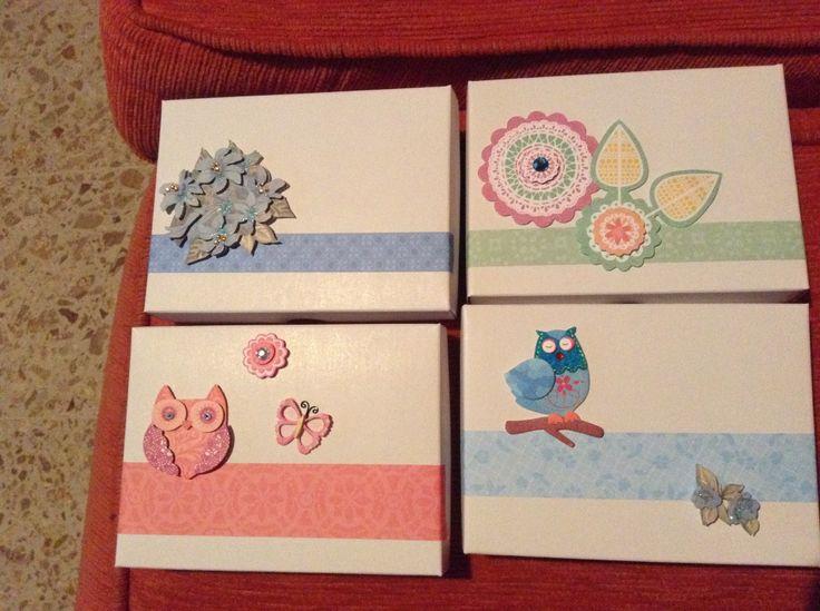 Cajas de carton como regalo, con galletas o chocolates o tarjetas adentro