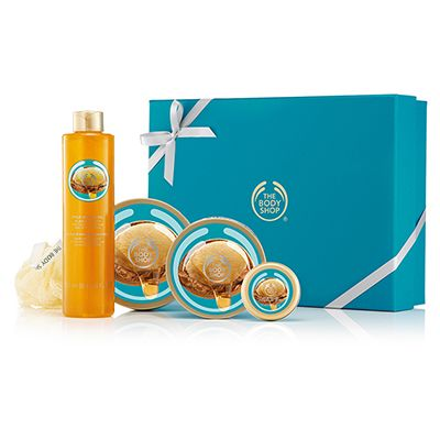 Grant your loved one's every body care wish this Christmas with this deluxe box set. The perfect gift for the Wild Argan Oil lover in your life! With organic Community Fair Trade argan oil from Morocco. Wild Argan Oil Body Butter 200ml Wild Argan Oil Body Scrub 200ml Wild Argan Oil Bubble Bath 250ml Wild Argan Oil Solid Oil Lips 20ml Cream Mini Bath Lily Packaging May Vary