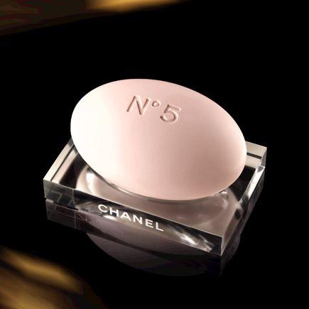 Savon pour le bain N° 5, Chanel. En vente dans les boutiques Chanel.