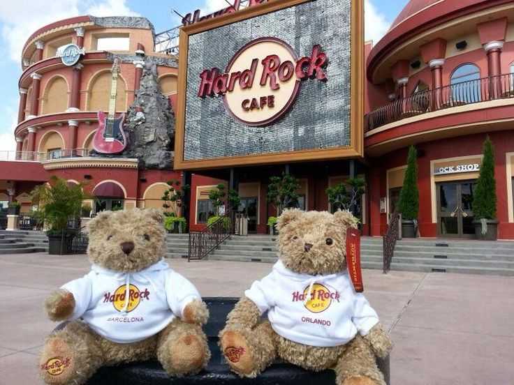 Today Jordi Rocks is with his friend from Orlando, visiting the Hard Rock Cafe!!