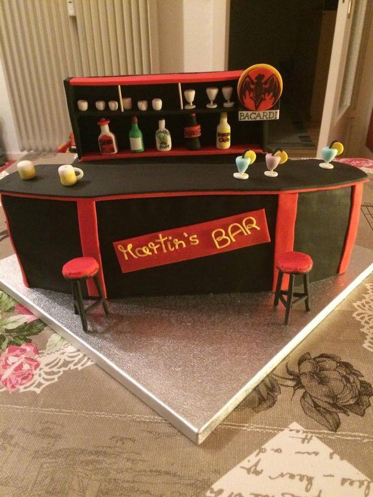 Kerstin hat Martin mit dieser Kreation überrascht - viele kleine Highlights sind hier zu finden. Suuuuper!  Jetzt bei pati-versand.de bestellen!  #pativersand #fondant #bartorte #cakeboards  http://www.pati-versand.de/