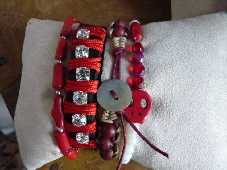 Mix de pulseiras https://www.facebook.com/Bri.Viacessorios?ref=hl