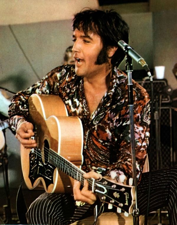 ELVIS.....<3 Love the candid photos of the rehearsals. Elvis loved to cut up!!!.....<3