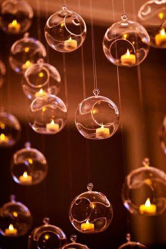 candele in delle bolle di vetro