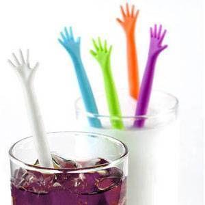 Mexedor de drink em formato de mãos