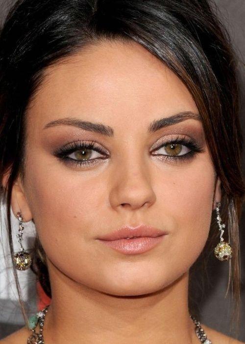 Rostro redondo: lo ideal son unas cejas ascendentes que estilicen la cara y le den más altura.
