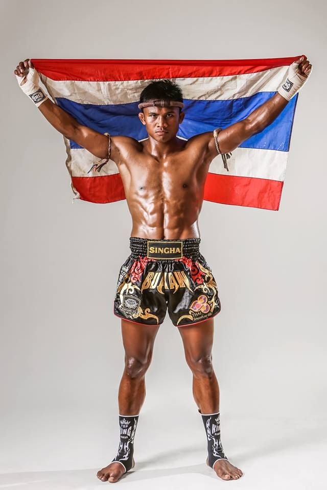 Buakaw Banchamek (Por. Pramuk) is certainly the most well known Muay Thai fighter outside of Thailand. His Muay Thai training and work ethic has helped him become one of the most respected fighters in the world. http://www.islandinfokohsamui.com/