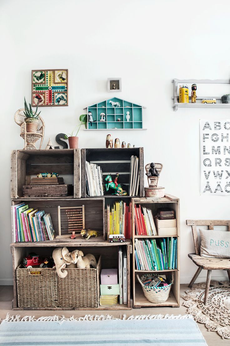 Appleboxes shelf © Anna Malmberg