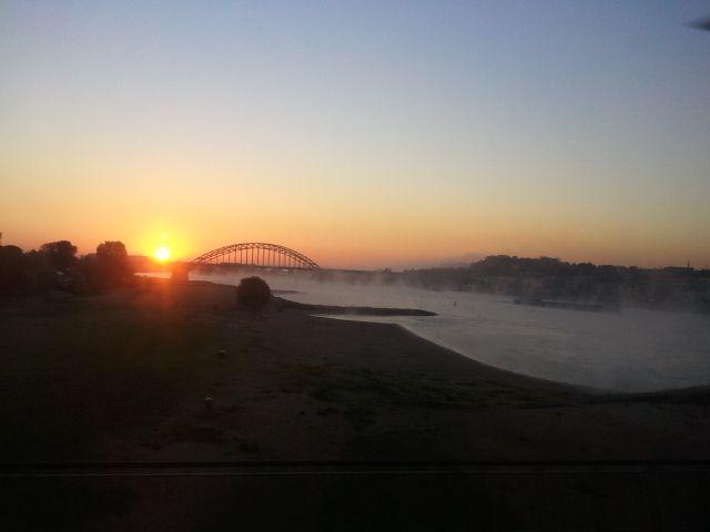 Sunrise over the river Waal in #Nijmegen, The Netherlands