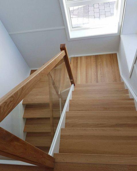 Har du også lyst på ny trapp? Vi har mange modeller og prisklasser og hjelper deg med alt ;) ta kontakt! 😊