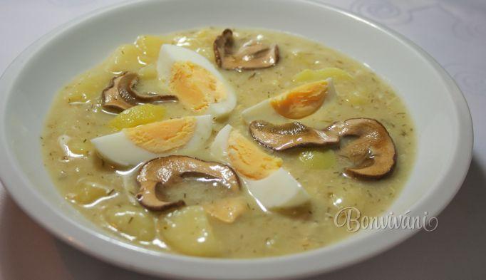 Kulajda (zemiaková polievka) 500 gzemiaky hrsťhuby sušené 250 mlsmotana na šľahanie 30 gmúka hladká 50 mlolej 2 lvývar 20 gsoľ 3 gkorenie nové celé 2 kslist bobkový 3 grasca mletá ocot cukor vajce kôpor čerstvý Sušené huby, namočíme. Na oleji orestujeme huby (vyžmýkané). Jemne osolíme, pridáme koreniny, na kocky pokrájané zemiaky a zalejeme vývarom. Povaríme 15 min. Pripravíme zátrepku (smotana, múka), pomaly prilievame do polievky Polievku prevaríme a pridáme nasekaný čerstvý…