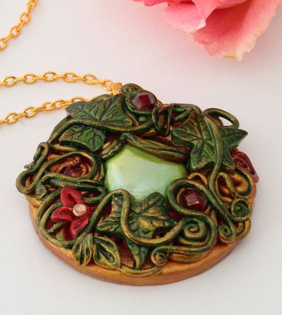 Nessamelda by Tuilejewellery on Etsy  Jewelry  #Necklaces  amulet  ornament  shabby chic  green  large  #hungarianteam  #ruby red  xeafy necklace elven  #Tolkien  #Númenor  #cosplay