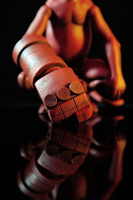 MONDO【地獄怪客。嬰兒版】Baby Hellboy 1/6 比例人偶作品 | 玩具人Toy People News