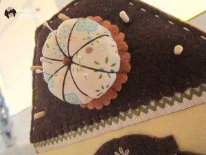 Si sois amantes de la costura no os podéis perder esta increíble casita de tela para organizar los útiles y materiales. ¡Tiene mil detalles!