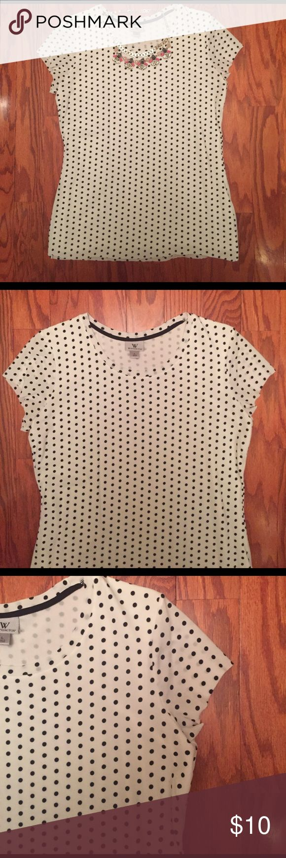 Polka Dot Short Sleeved Dress Top Polka Dot Short Sleeved Dress Top, size Large. EUC, no rips or stains. What doesn't go with black and white polka dots! A must for every closet 💁🏻 Worthington Tops