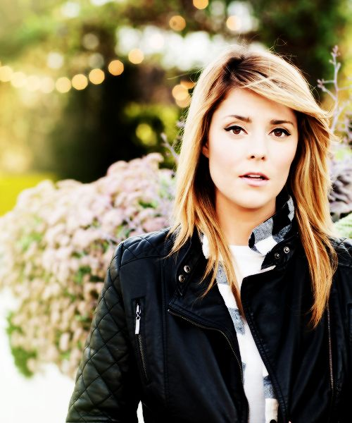 Grace Helbig....I want to marry this girl.