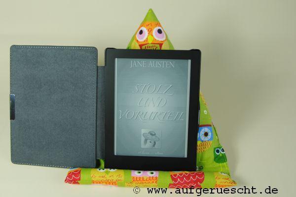 Ich glaube, Weihnachten werden viele Bücher verschenkt. Zumindest ist es in unserer Familie so. Wenn das Buch besonders dick ist, wird mir der Arm vom Halten des Buches leicht müde. Eine Buchstütze…