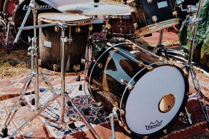 Matteo Vignocchi - Fotografie di Chiara Arrigoni delle grancasse dei batteristi del Rockin' 1000 a Cesena, luglio 2015. Scopri le batterie... #drum #drumset #rockin1000 #cesena