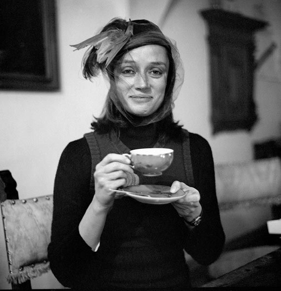 Niki de Saint-Phalle. The beautiful artist responsible for the fountain next to the Centre George Pompidou in Paris. Wow is she gorgeous!