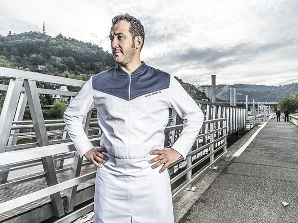 Infiniti è una giacca uomo da cucina, realizzata con la tecnologia Hybrid Wear