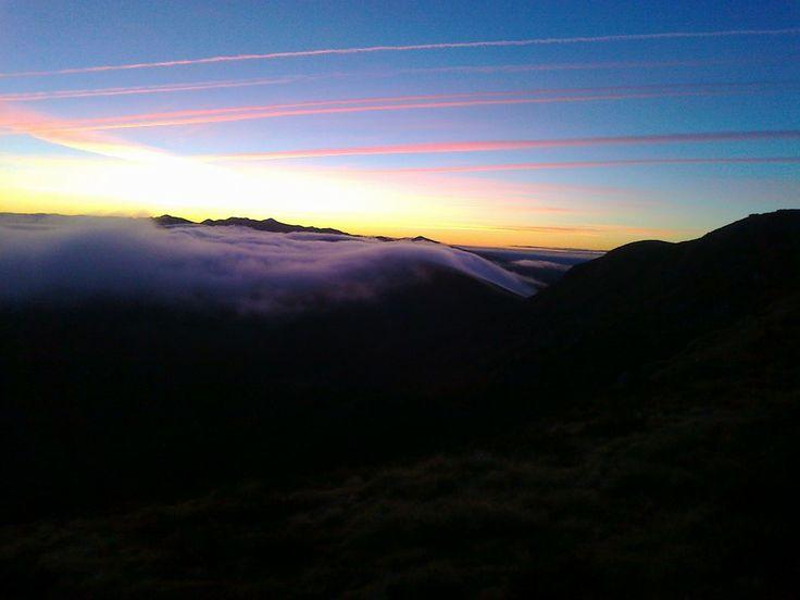 """Laciana al amanecer"" fotograf�a tomada por Jennifer Manteca desde Rioscuro de Laciana (Le�n, Spain) by jennifermanteca on 500px"