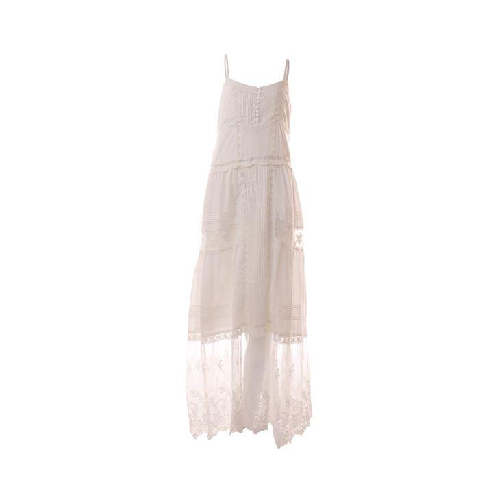 Vestido Algodón, De Victoria, $30.000. Vestido blanco de algodón, gasa y encaje perfecto para ir a la playa o usarlo en alguna ocasión especial.