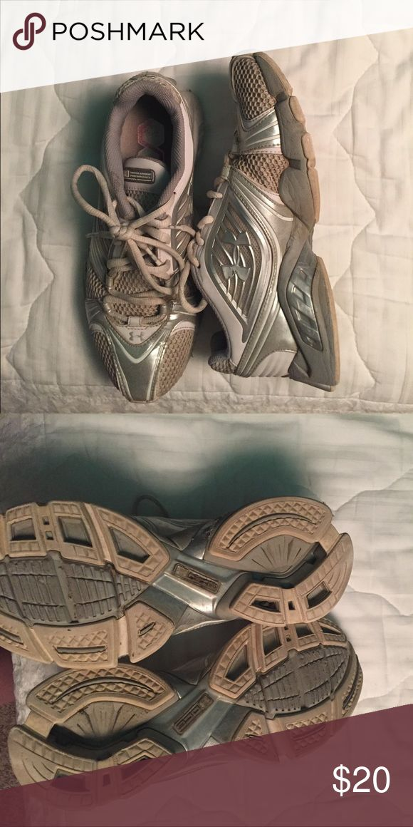 Under Armour running/ gym shoes Good condition Under Armour running shoes. Lots or arch support. A little dirty but not bad Under Armour Shoes Athletic Shoes