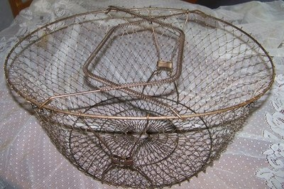 $14.99 This auction is for the large wire basket pictured. It collapses flat for storage. The copper wire has an old patina. The basket measures 17 inches by 14 inches and is 8 inches deep. Please view my other auctions as I will combine and discount shipping when possible.: Copper Wire, Collaps Flats, Collap Flats, Baskets Pictures, Inch Deep, Discount Ships, Large Wire, Wire Baskets, Baskets Measuring