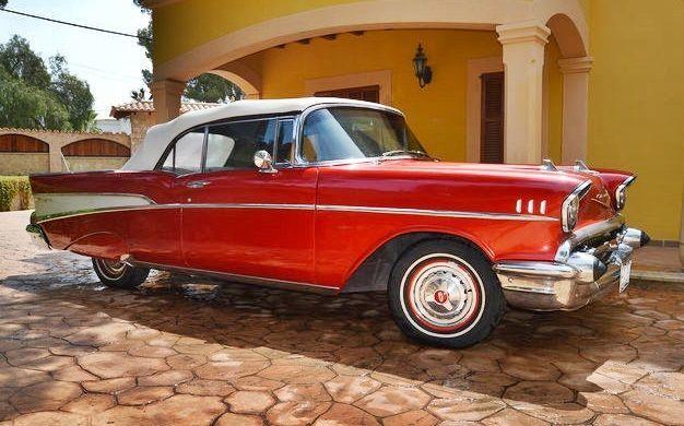 Chevrolet - Belair Cabriolet - 1957  Chevrolet Belair Convertible in 1957 in zeer goede staat.Chevrolet 1.499.685 productievestigingen in 1957 waarvan enige 47.562 Cabrio waren. Dit model is misschien wel de meest legendarische van alle productie van Chevrolet tijdens de jaren 1950.Dit toestel is volledig gerestaureerd. Assembleert een nieuwe 700R automatische transmissie. Motor 283cu herzien en bijgewerkt met chrome carburateur Edelbrock (nieuw) (nieuwe) chroom Dynamo chrome radiator…