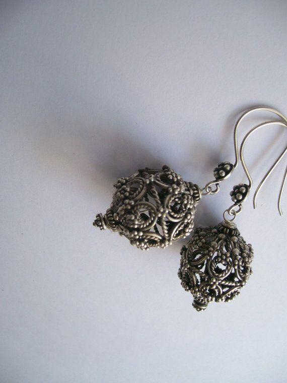Prachtige handgemaakte sterling zilveren oorbellen door HandmadeMala