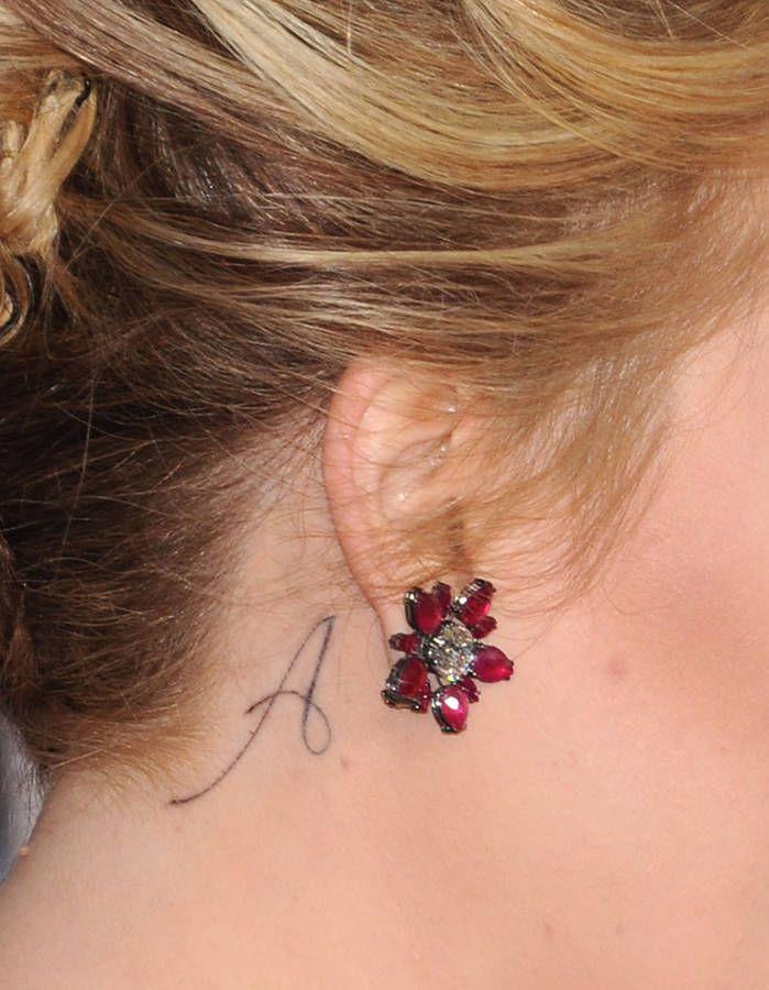 Le tattoo A - Le tatouage d'oreille : les stars l'ont toutes adopté ! - Elle