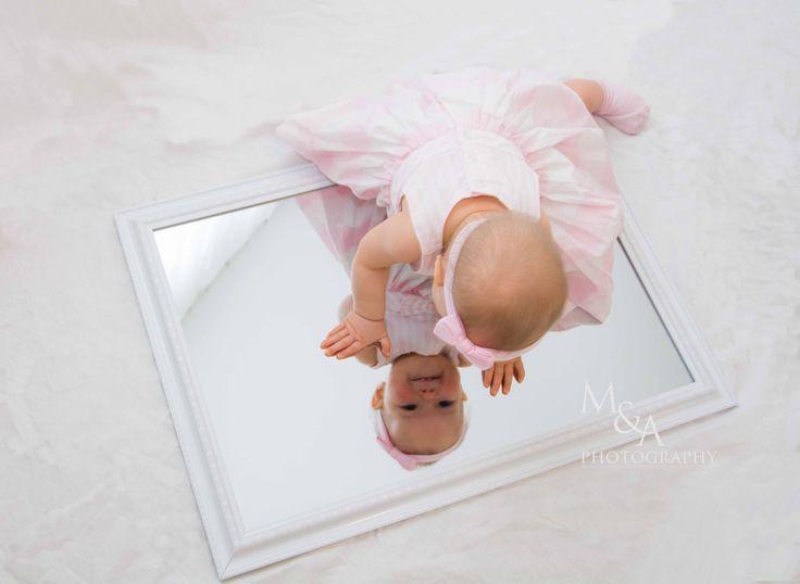 Babyfotos, Studio, Studiofotografie, Fotografie, Fotos Baby, Mädchen, rosa, Spiegel