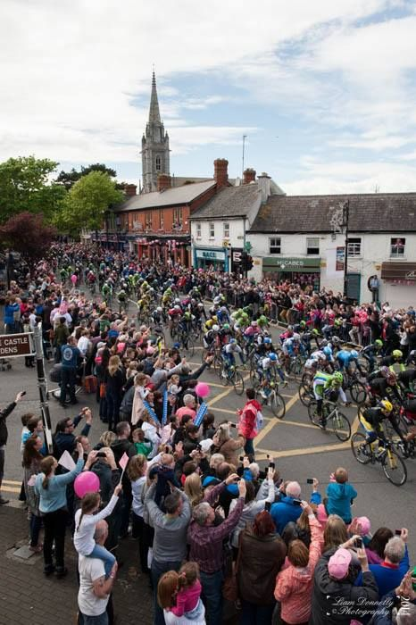 Photo by Liam Donnelly, the race makes its way through Malahide.