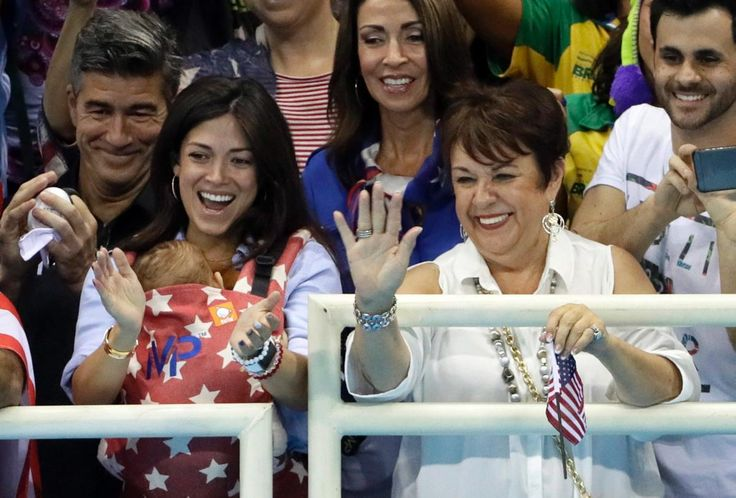 The family of United States' Michael Phelps, mother Debbie (r.) and his fiance…