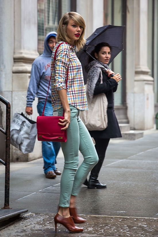 13 Days of Incredible Taylor Swift Fashion | Hollyscoop via: [pinterest.com]