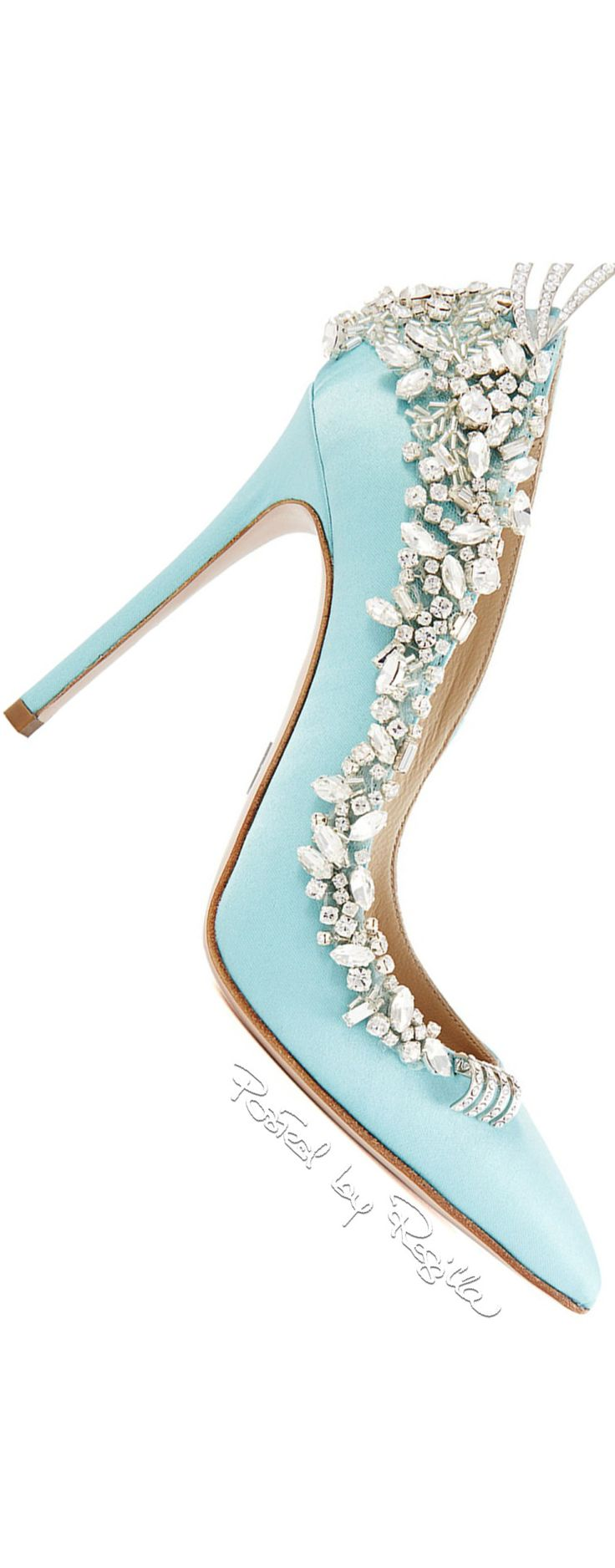 Zuhair Murad The embellishment and my favourite colour. Can I wear you to death?