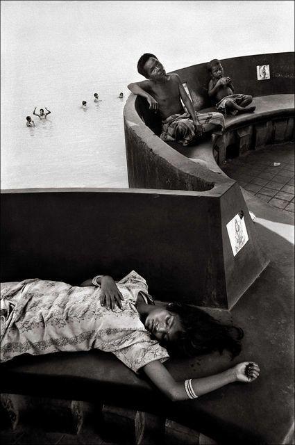 On the Bank of River Hooghly, Kolkata, Photo: Raghu Rai, 2000