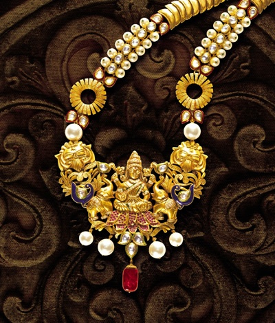 Temple jewelry of India initially used to adorn the idols of Gods and Goddesses. Wear this beautiful piece to make a classical and traditional statement!