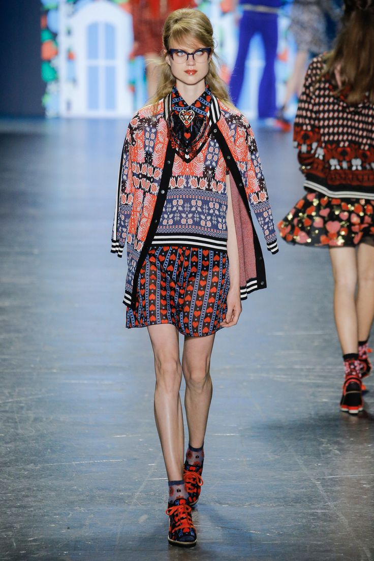 See the complete Anna Sui Spring 2017 Ready-to-Wear collection.